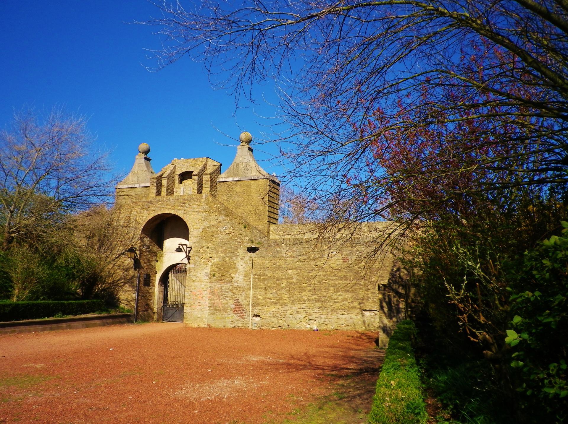 La citadelle de Calais, porte de Neptune, vue arrrière