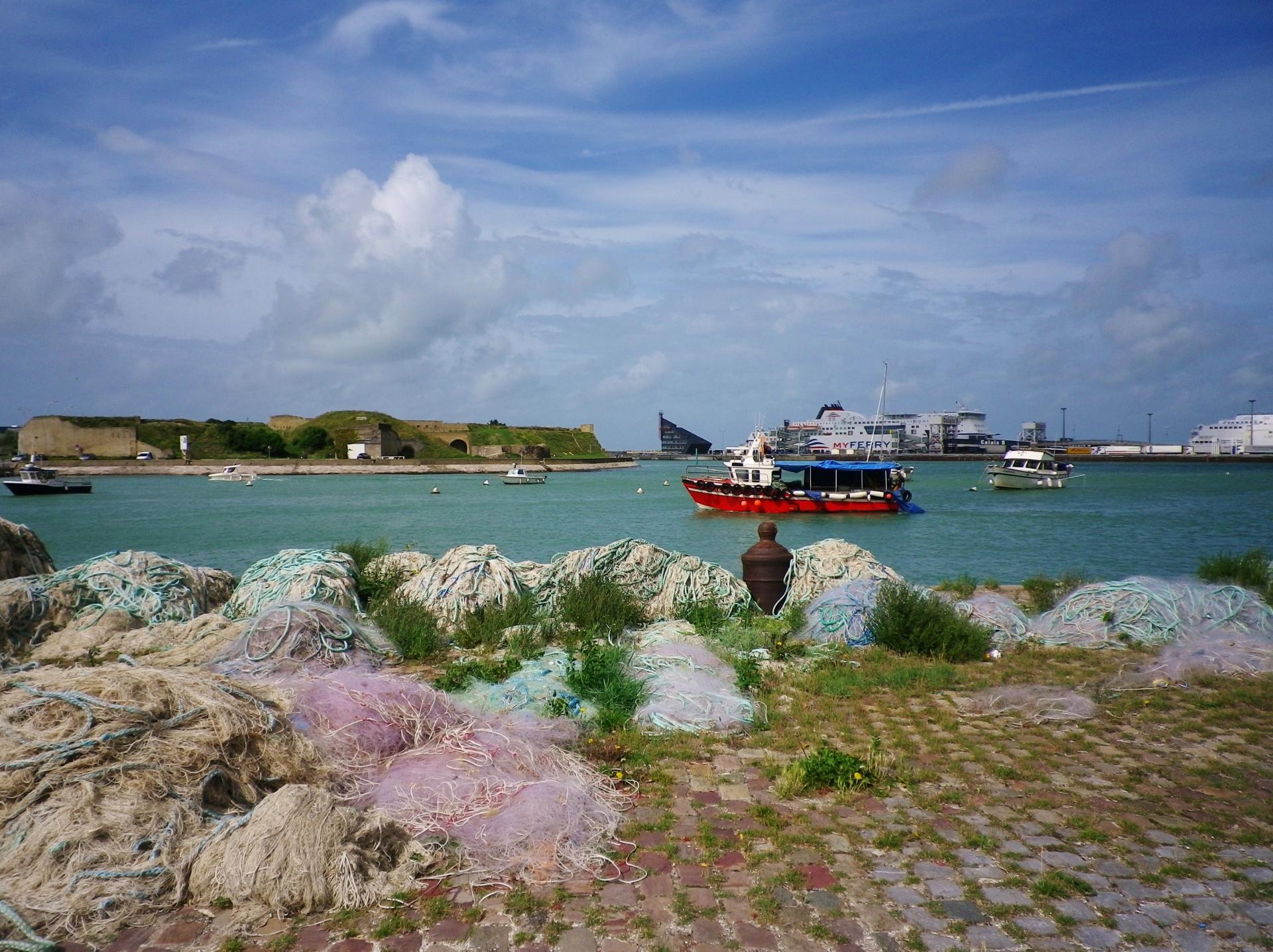 Activite du port de calais bateau de peche top et fort risban