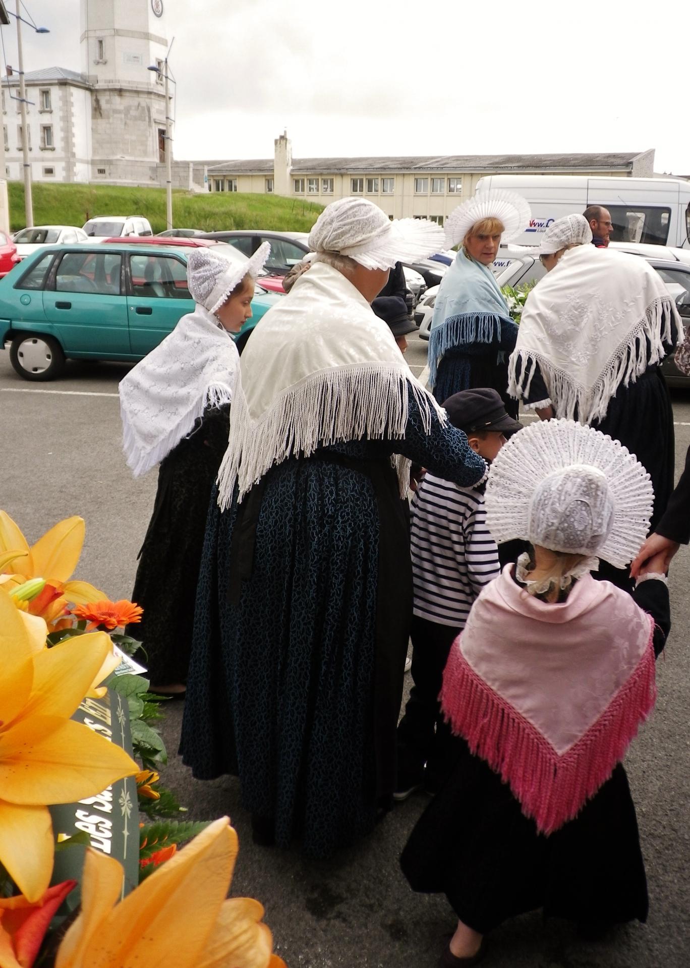 Calais benediction de la mer les matelotes prennent aussi la tete du cortege