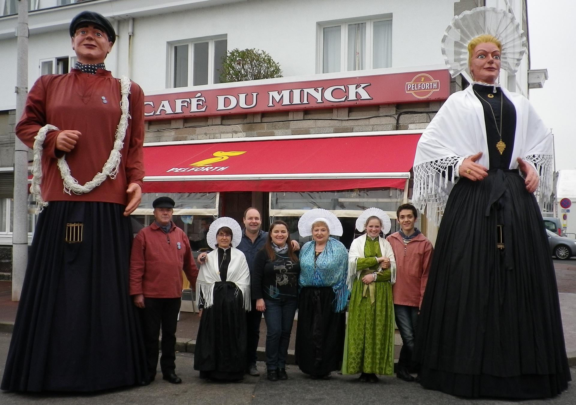 Calais fete du hareng 2014 devant le cafe du minck
