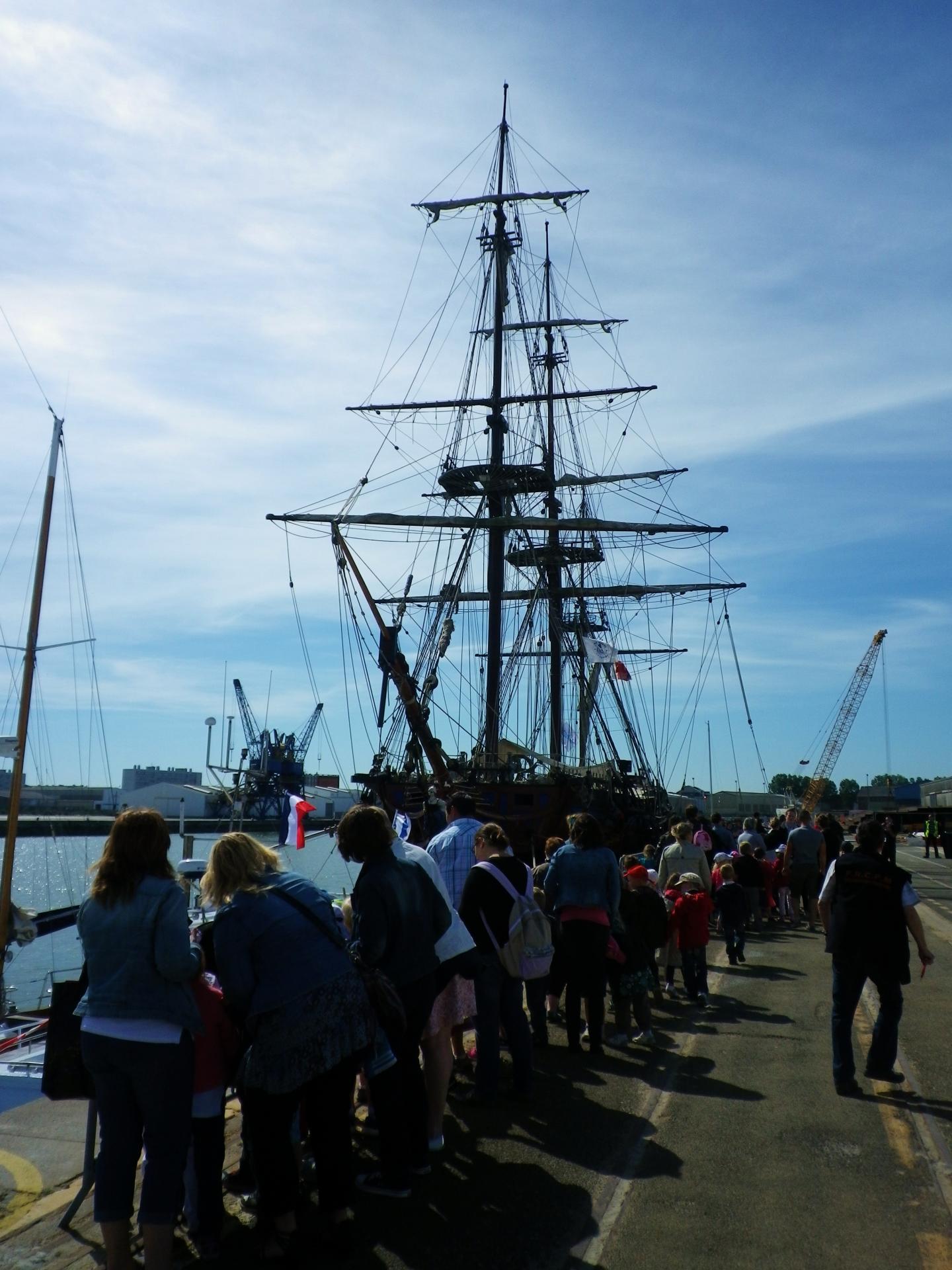 Calais fete maritime la visite des bateaux