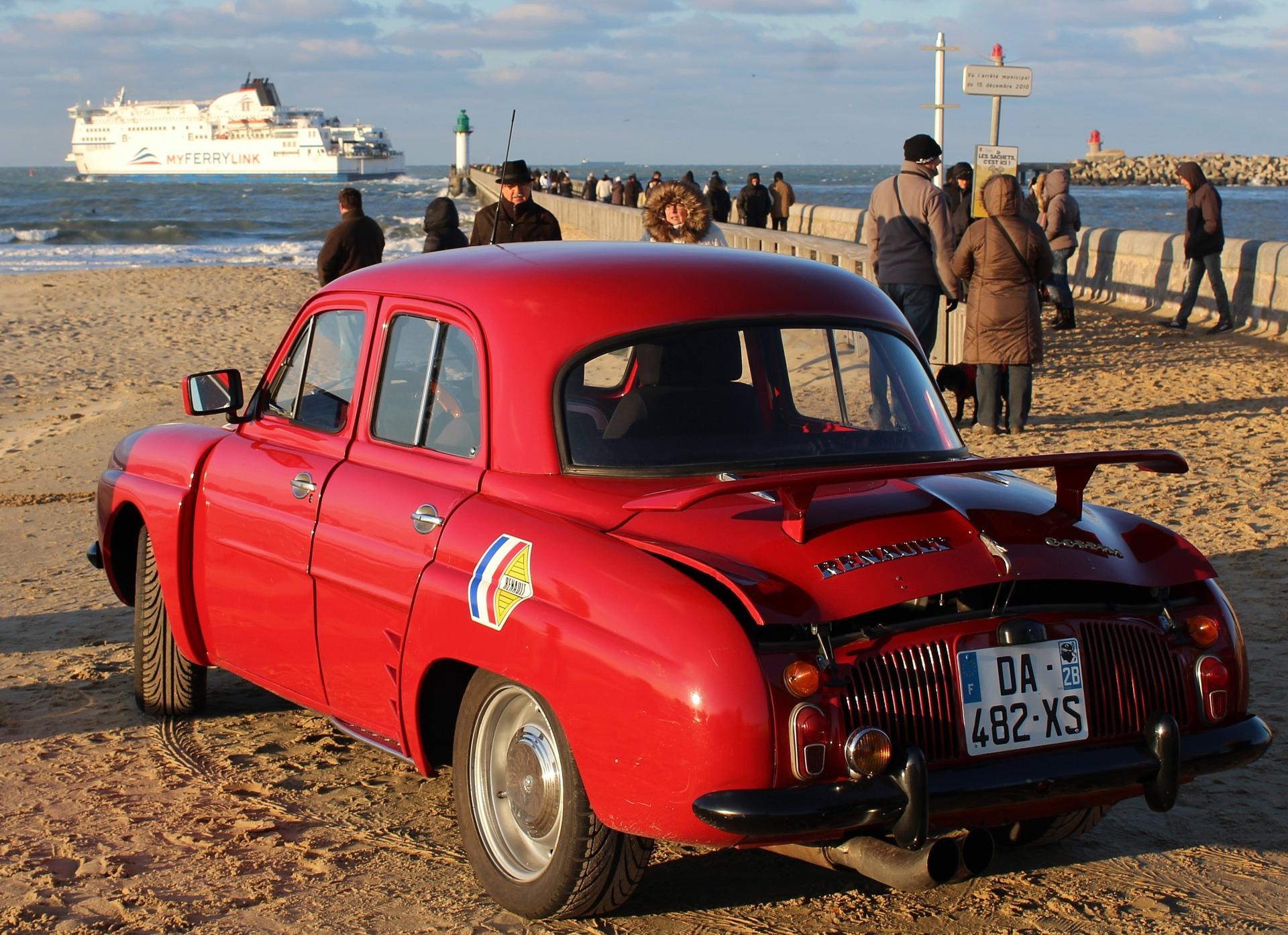 Calais la plage et une dauphine gordini