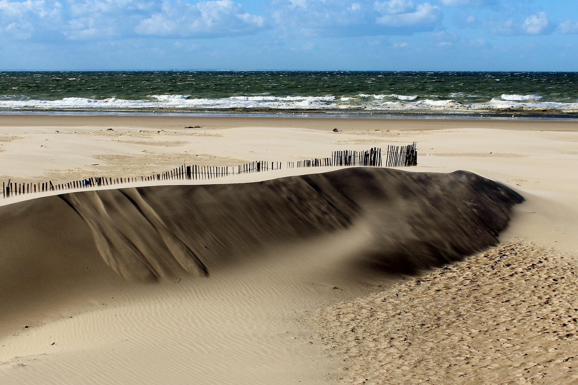 Calais top photo le sable s envole top photo