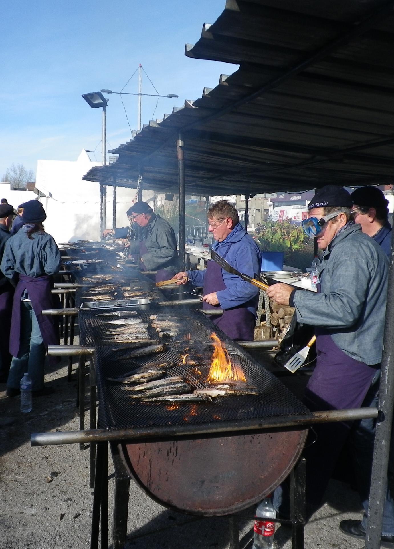 Etaples la cuisson des harengs grilles fete du hareng roi