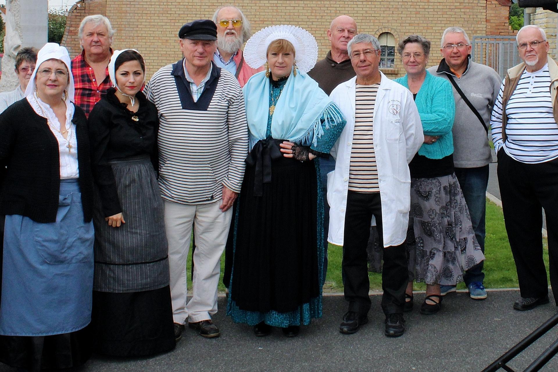 Fete des islandais hemmes de marck en calaisis groupe de participants photographie de marck