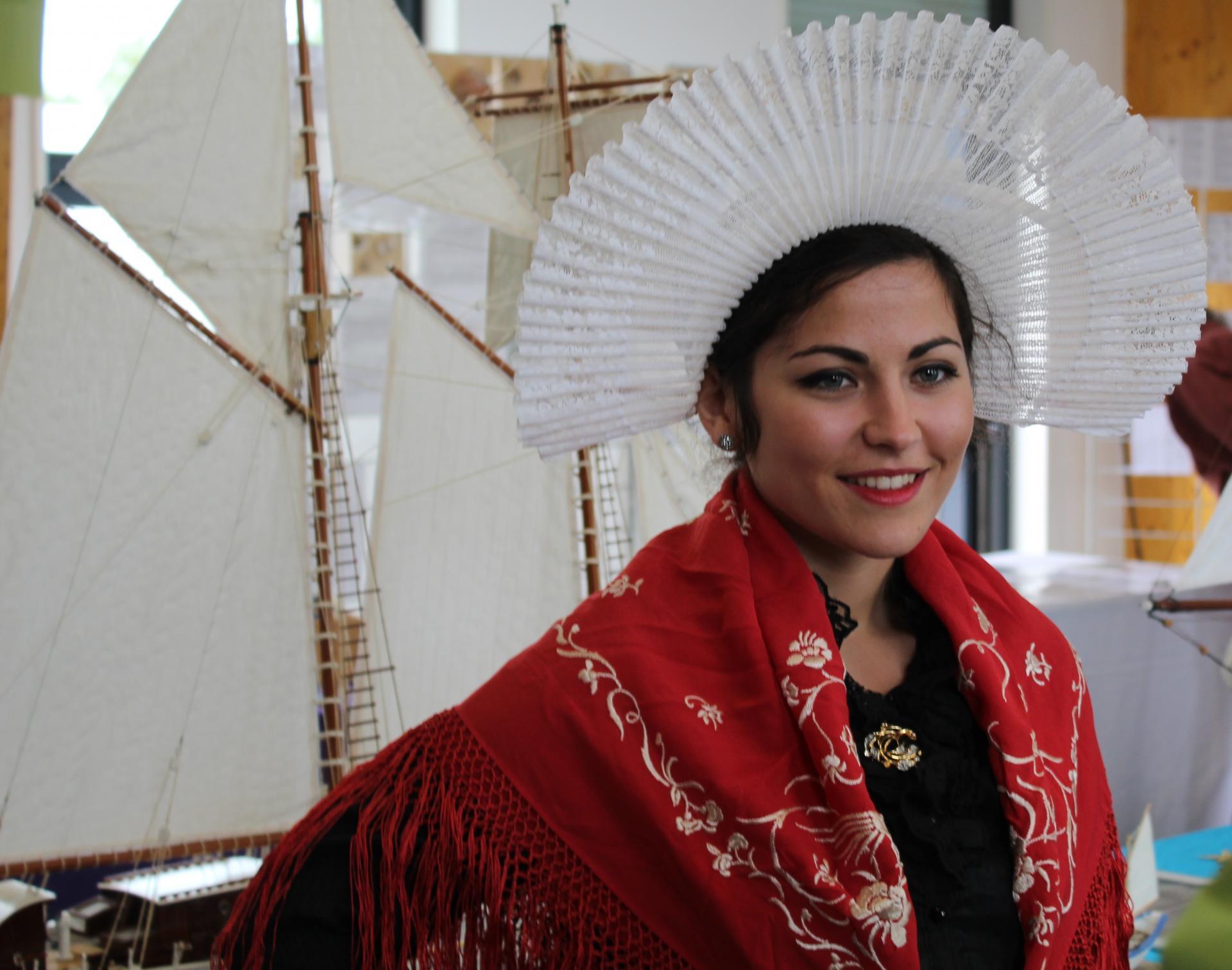 Maison des islandais à la fête des islandais hemmes de marck une matelote en grande tenue