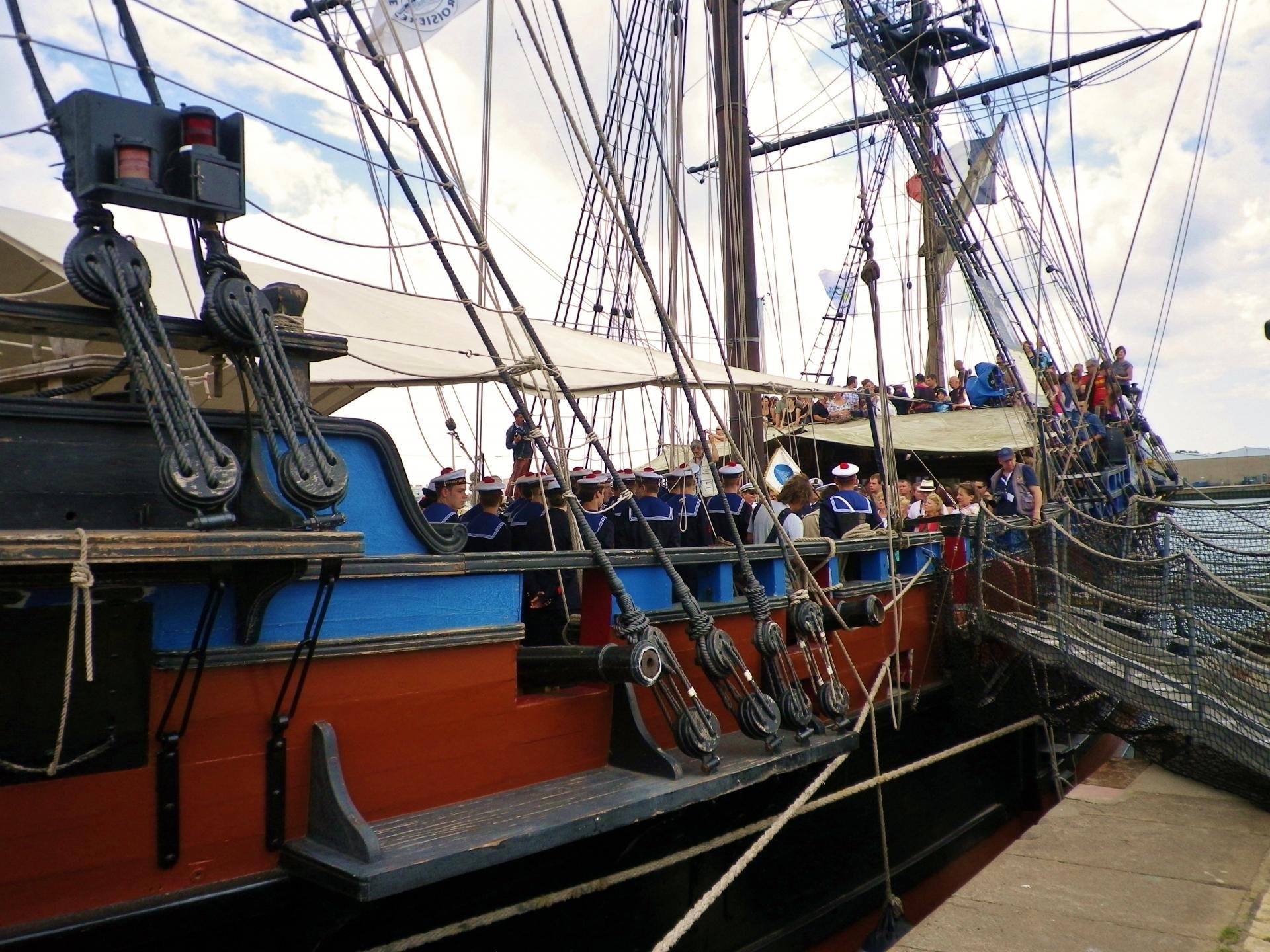 Fete maritime calais 2014 la marine a bord de l etoile du roy
