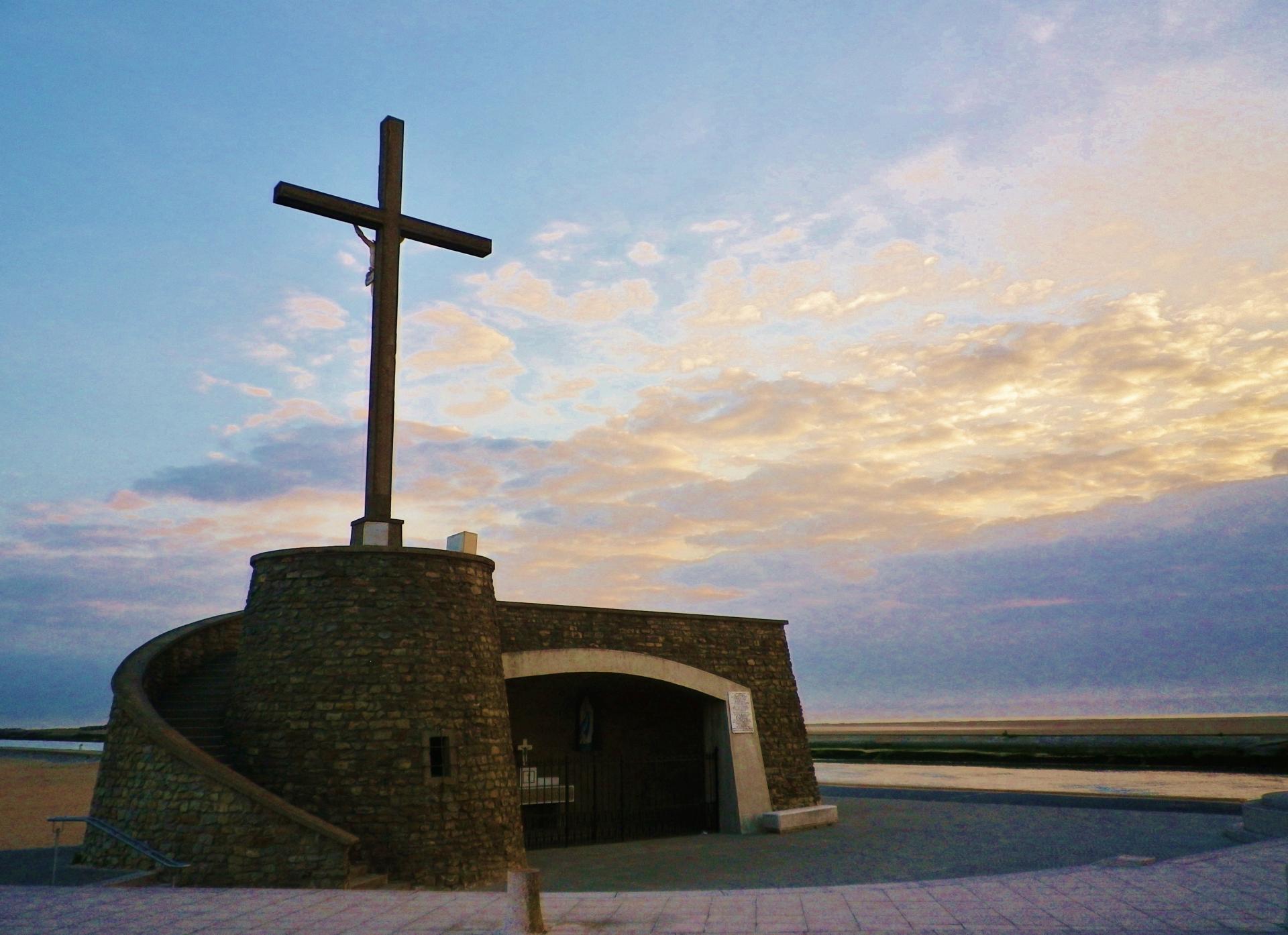 Grand fort philippe lever de soleil sur le calvaire