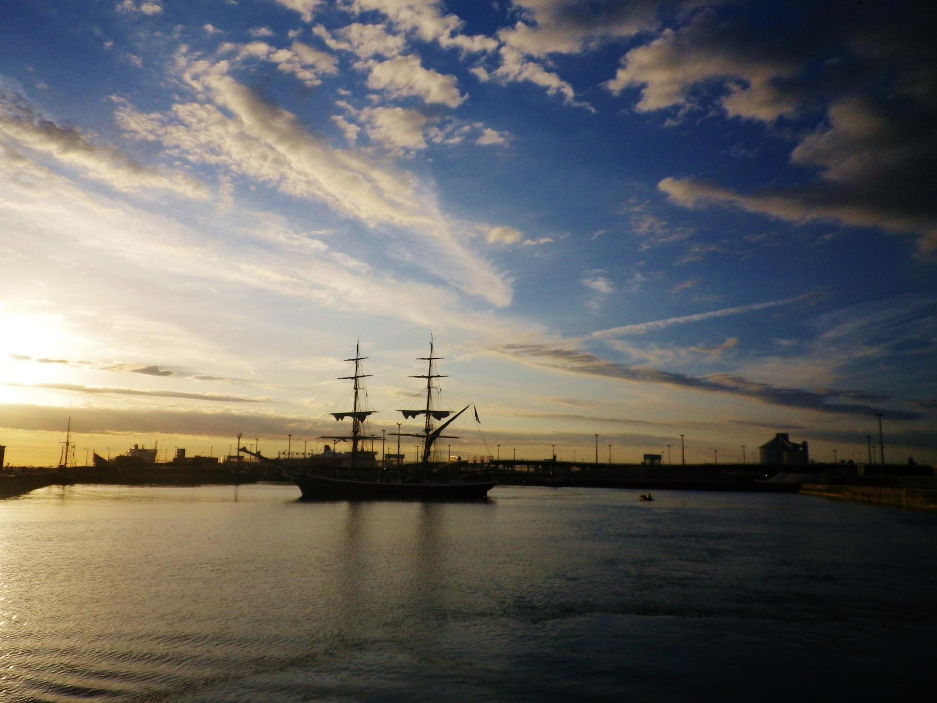 port de calais coucher de soleil et vieux gréement