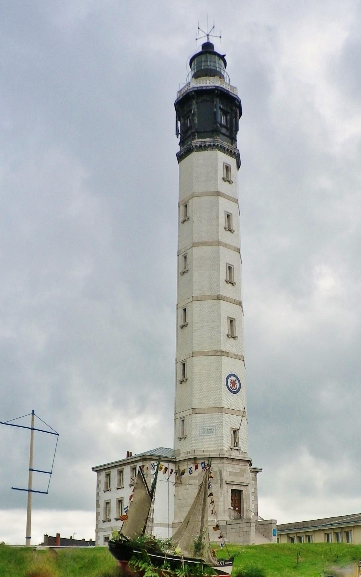 Le phare de calais le jour de la benediction de la mer 1