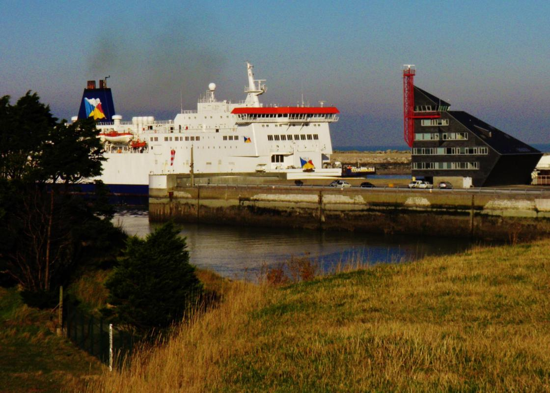 Photo calais ferry entrant au port