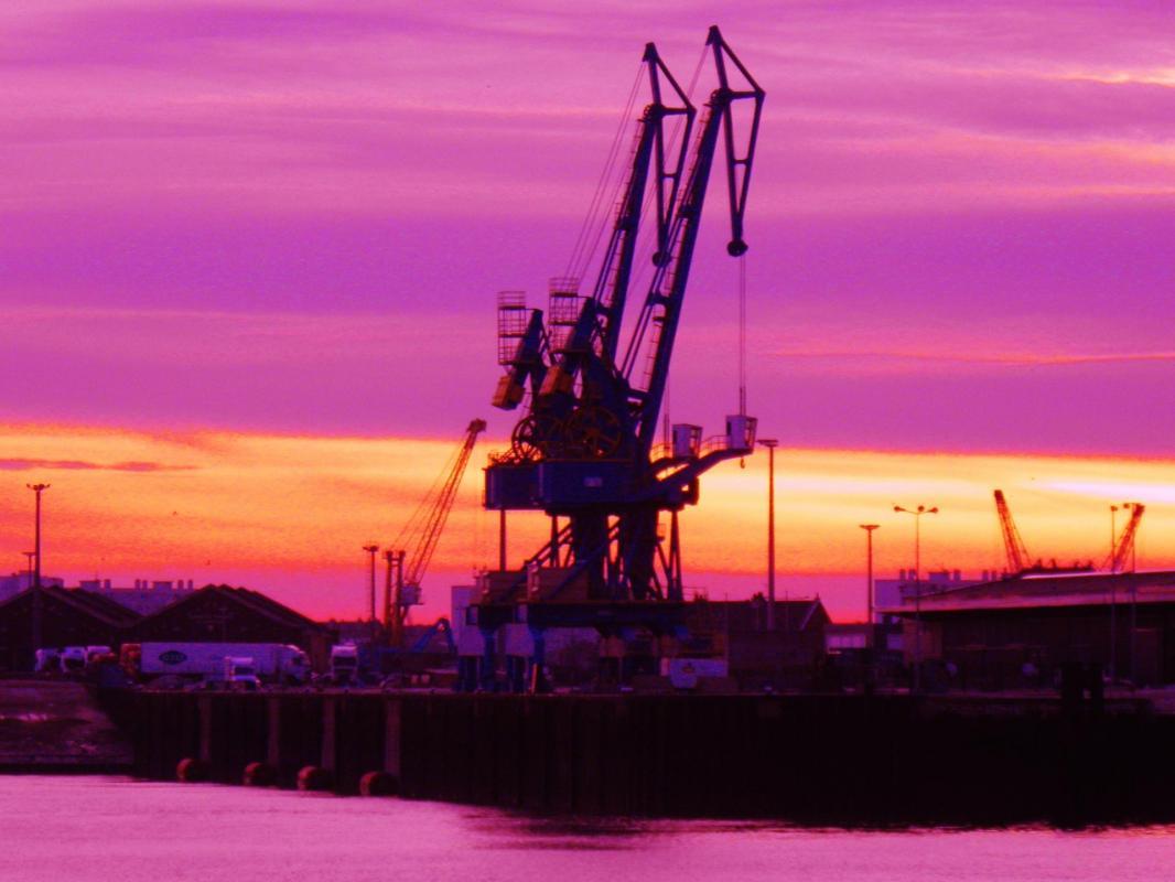 Photo calais les grues sur le port