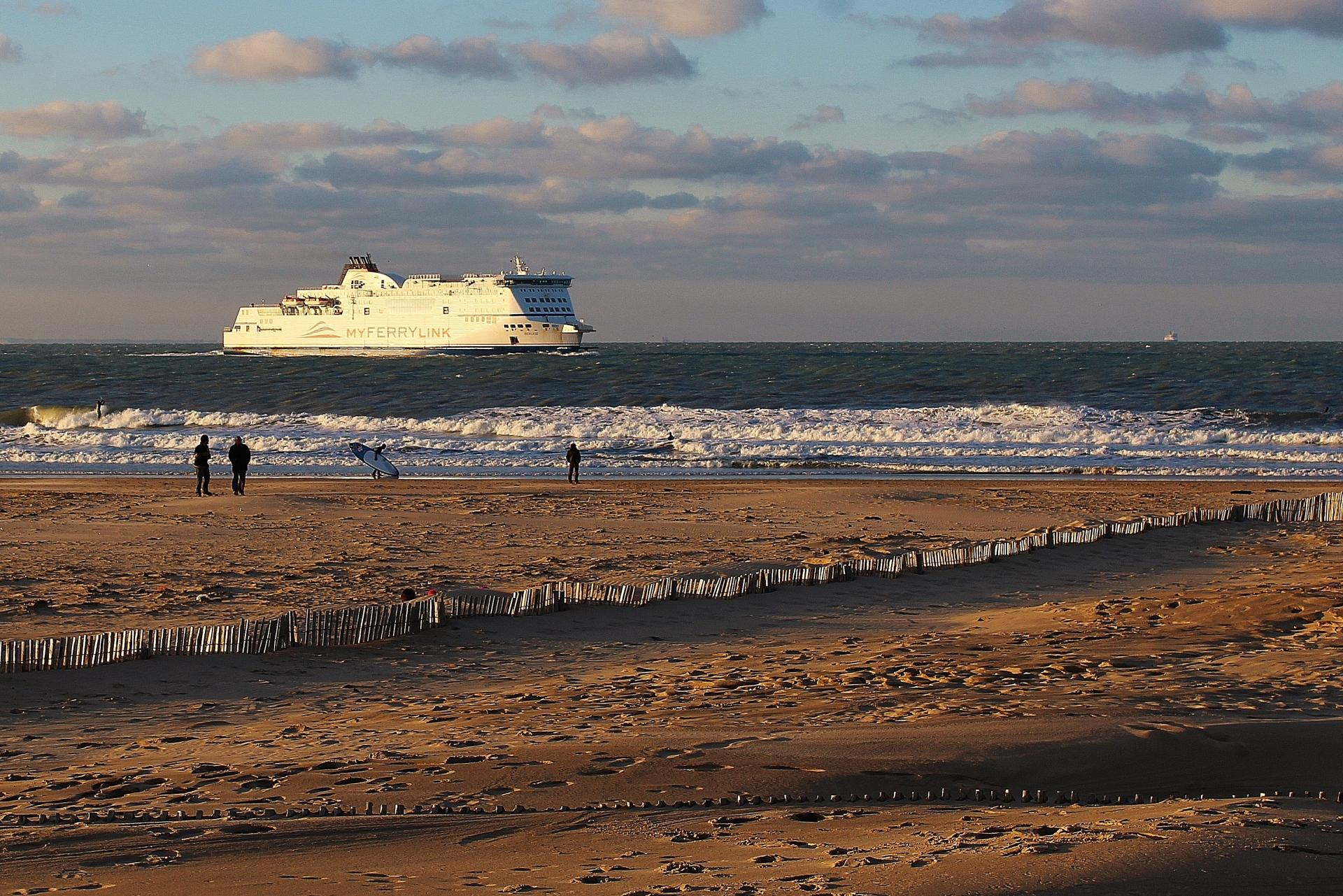 Top photo calais plage et surfeur