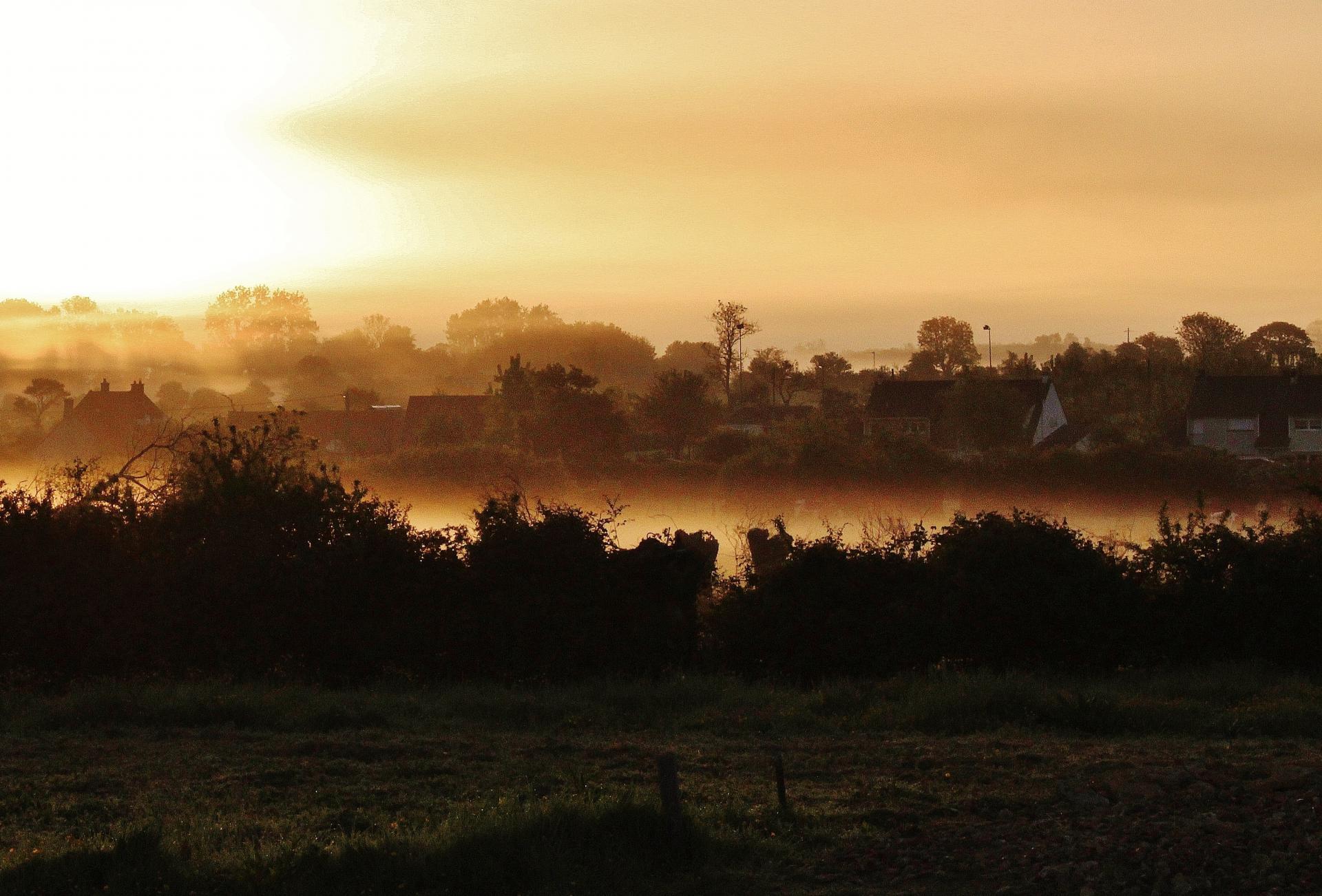 Top photo conteville les boulogne au lever du soleil la brume stagne au sol